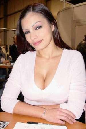 Scammer with photos of  Aria Giovanni  7gNcqITy1B2H6_lrFOLoKBNyuDvD8136yaFOsiryMgH9J2KCpzB6EZXlk-ATCANx